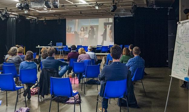 Le lien pour les plénières était assuré par une visioconférence en direct.