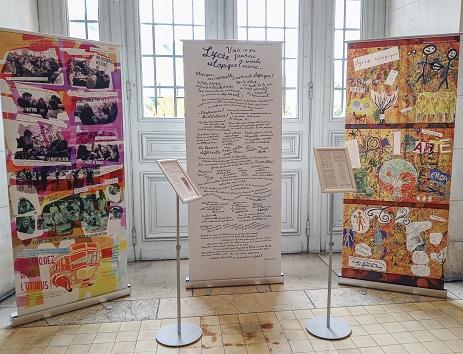 Quelques kakémonos de l'exposition Utopika, réalisés par les lycéens tourangeaux.
